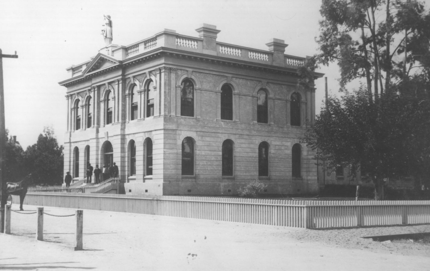 Archival exterior photo of second county courthouse of San Mateo County