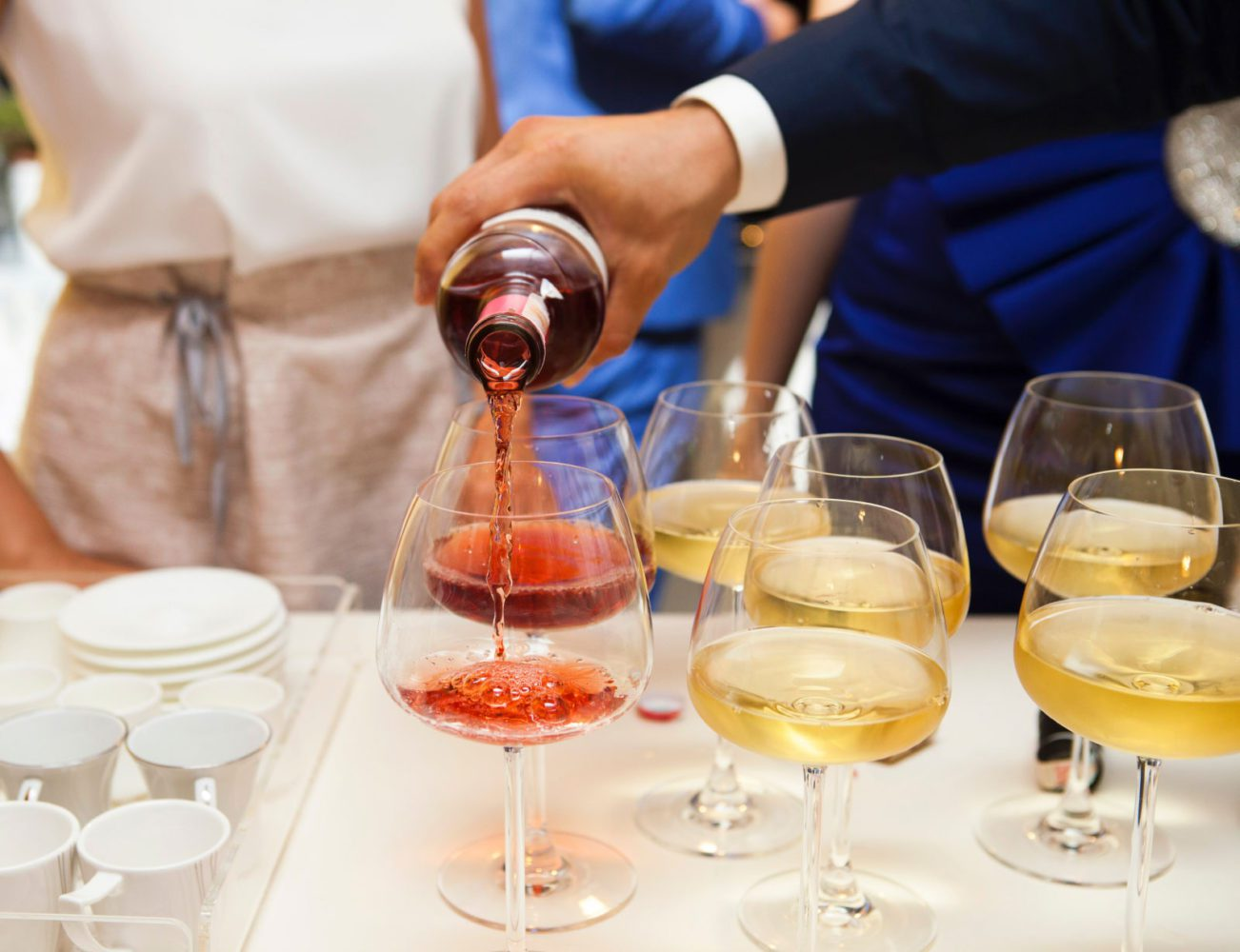 corporate-events-pouring-wine