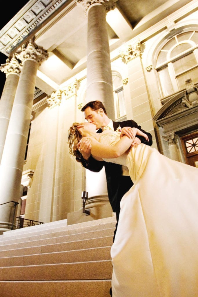 san-mateo-county-history-museum-wedding-couple-kissing-evening