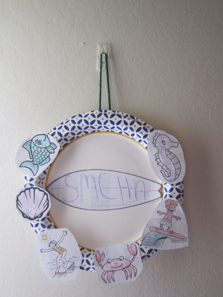 Image of a paper wreath with ocean images